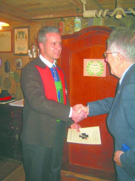 08.12.2008 Verleihung des gro__en Ehrenkreuz durch Herrn Ernest Murrer, Vertreter des __.S.K.
