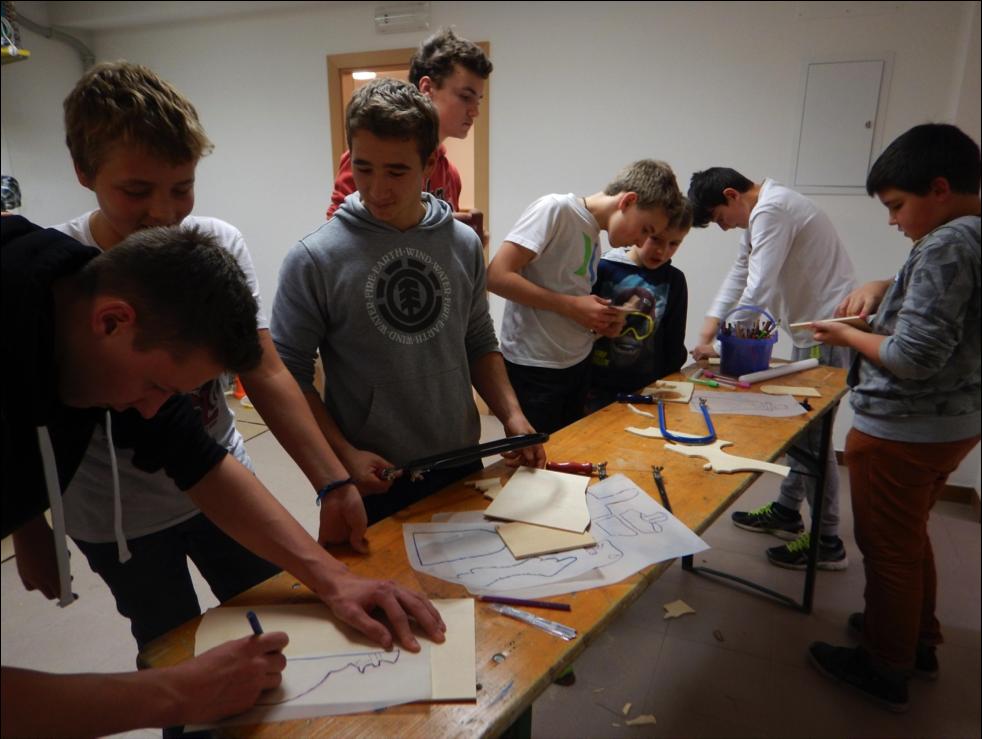 2015_Dorf Tirol_Jugend hilft Tiroler Familie (1) (TEXT)