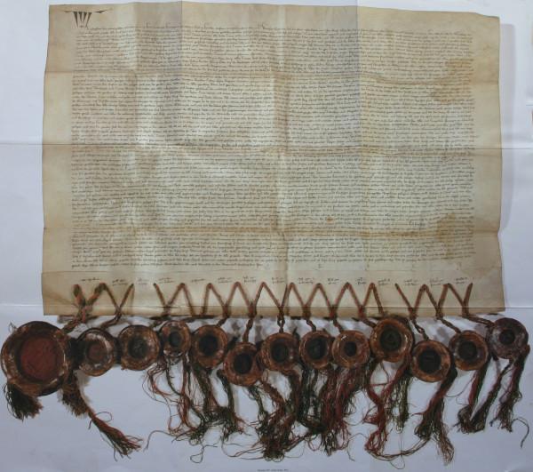 Die Urkunde von 1363, welche die Übergabe Tirols an das Haus Habsburg besiegelte.