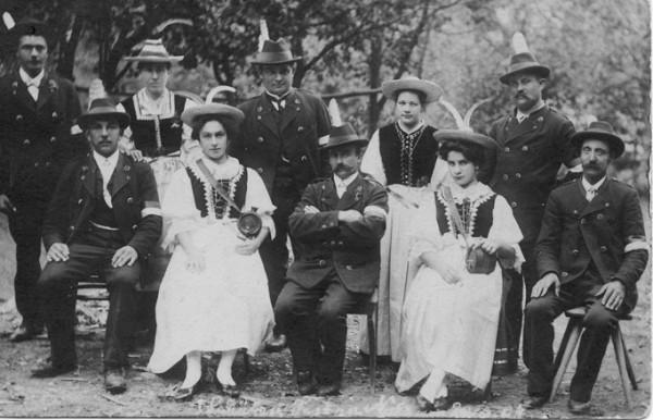 Der Vorstand der Standschützen Nals anlässlich eines Festes im Jahr 1908