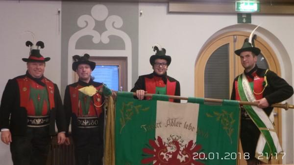 Angelobung des neuen aktiven Mitglieds, v.l.n.r. Hptm. Elmar Pichler, Olt. Alex Zöschg, Stefan Pichler, Fhr. Andreas Tschöll