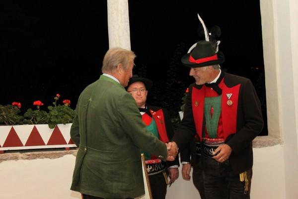 2010_Burgstall Tassullo_Übergabe der Ehrenurkunde Graf Ulrich von Spaur Schloss Valer 02