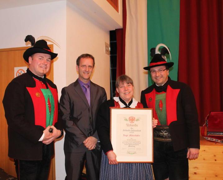 2015_Marling_Jahreshauptversammlung Ehrung Inge Mitterhofer(3)