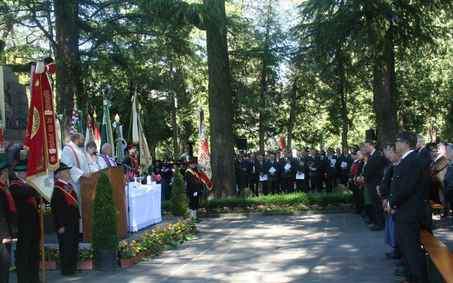 2015_Meran_Bezirk Gedenkfeier Soldatenfriedhof 11