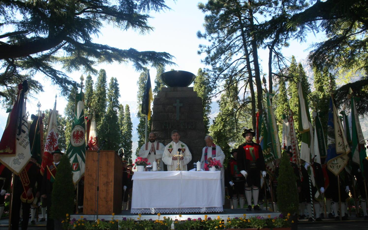 2015_Meran_Bezirk Gedenkfeier Soldatenfriedhof 12