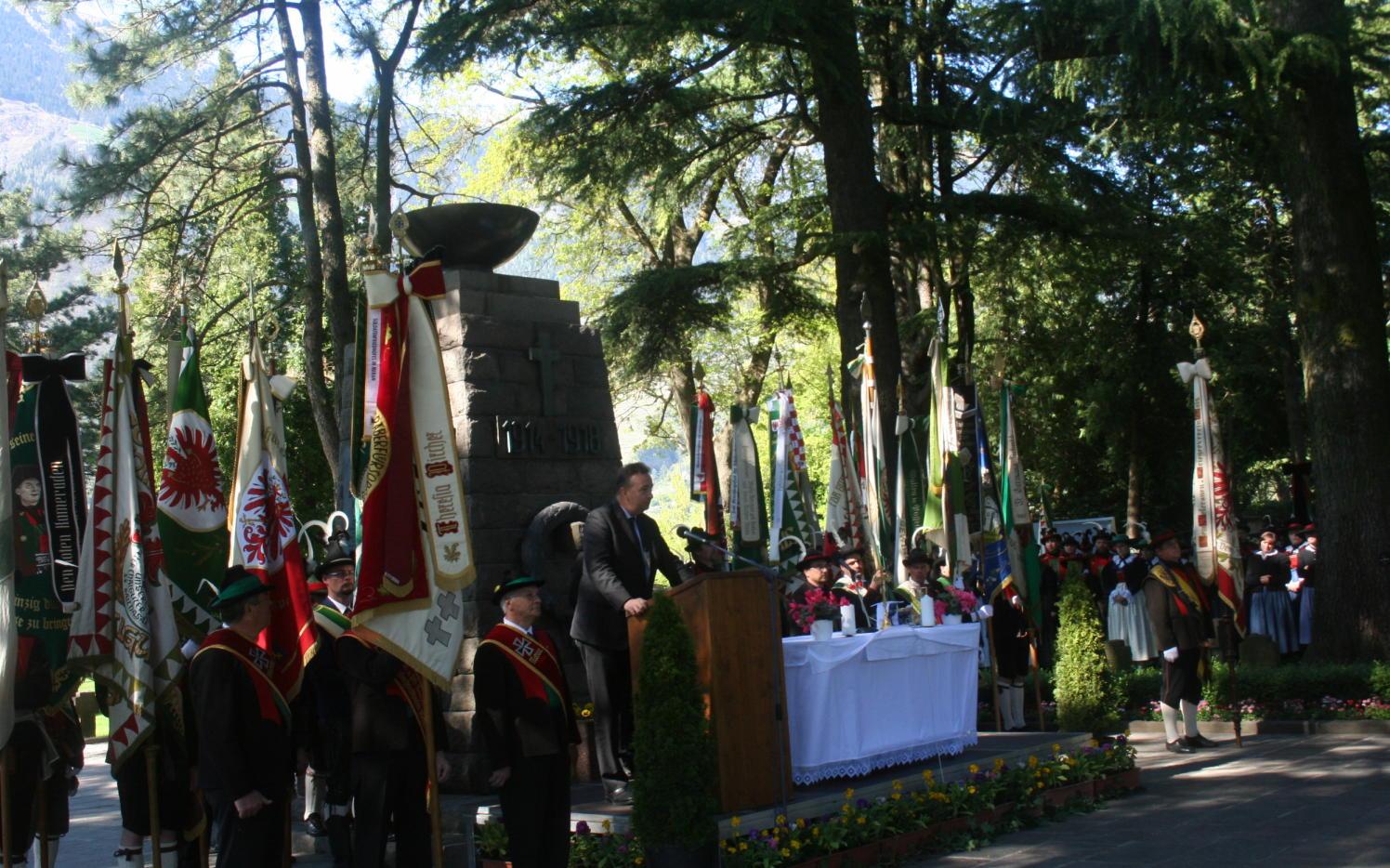 2015_Meran_Bezirk Gedenkfeier Soldatenfriedhof 20