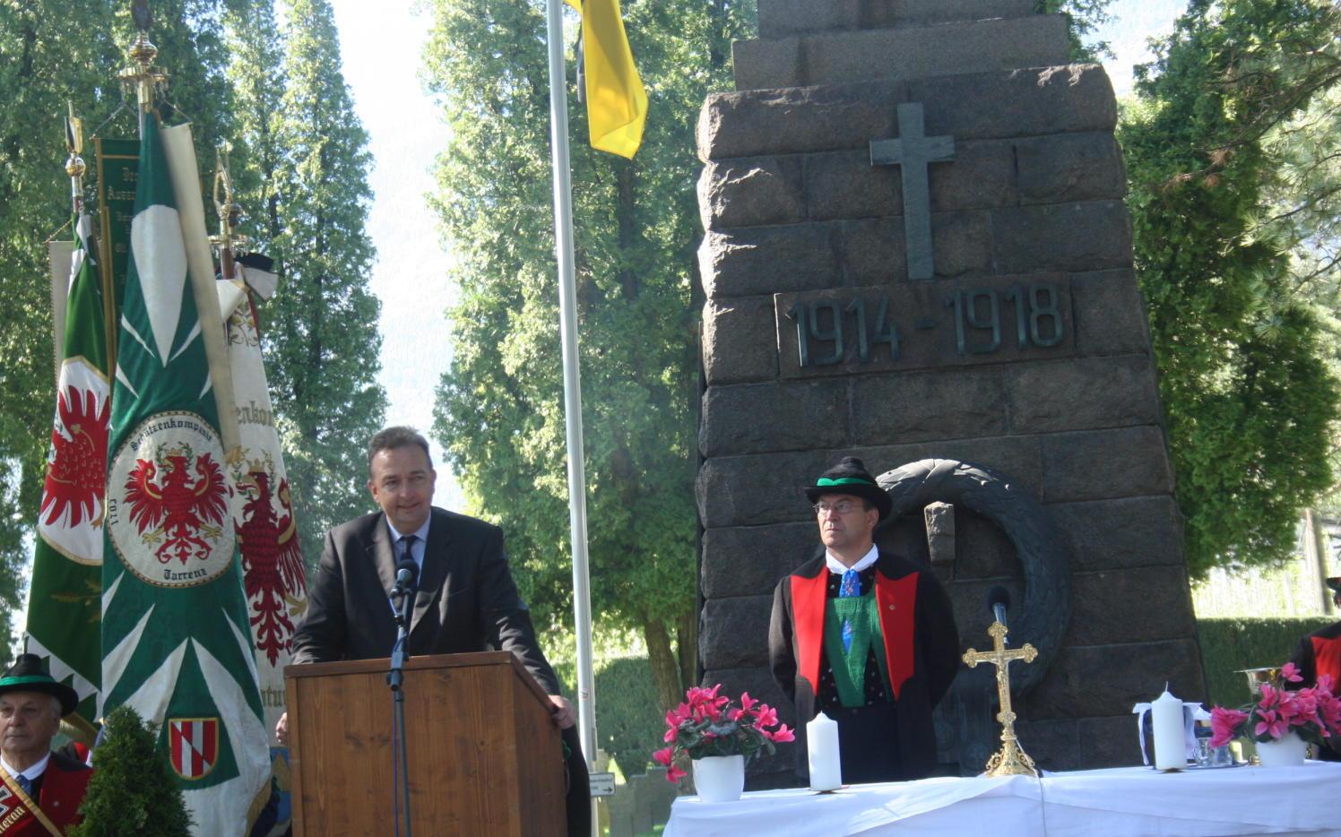 2015_Meran_Bezirk Gedenkfeier Soldatenfriedhof 21