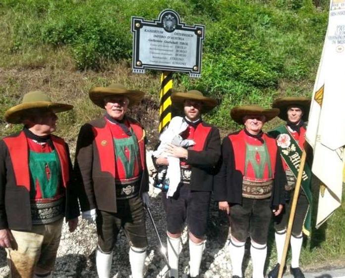 2015_Meran Grigno_SK Meran Enthüllung Grenztafel Österreich Italien Valsugana Welschtirol (5)