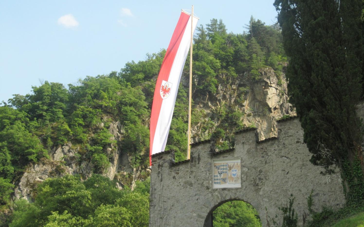 2016_Lana_Fahnenstange Schloss Braunsberg (2)