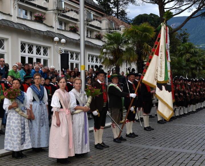 2016 06 18_Meran_Bezirksfest Burggrafenamt Passeier Ehrenfomration 02