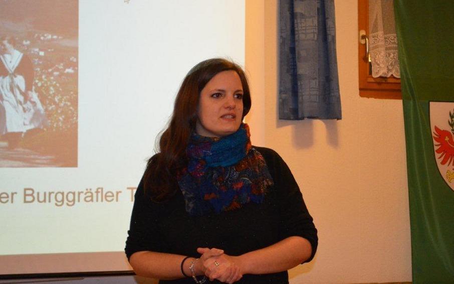 2017_Lana Bezirk_baeurisch gian Trachten Steck Kurs Marketenderinnen 01