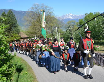 2015_Burgstall_SK Burgstall Erntebitt Prozession 2015