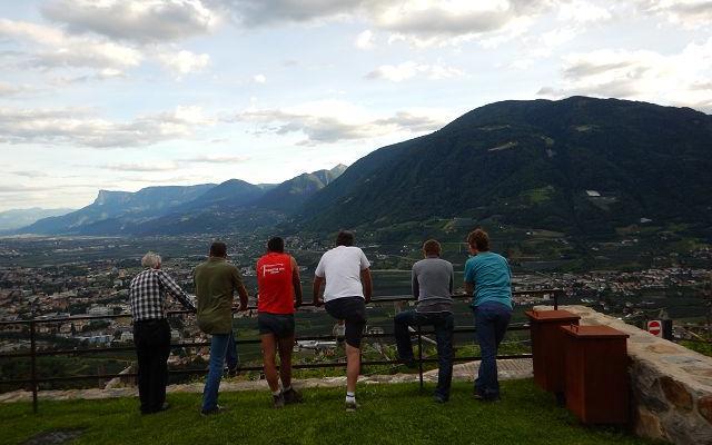 2017_Dorf Tirol_Arbeiten 40 Jahr Feier Vorbereitung (11)