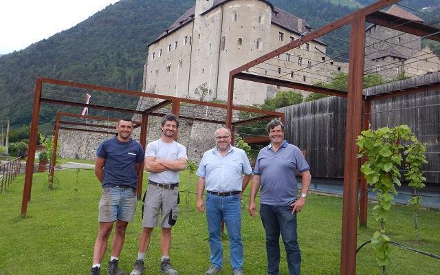 2017_Dorf Tirol_Arbeiten 40 Jahr Feier Vorbereitung (1)