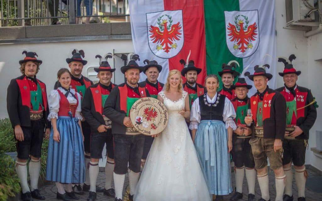 2018_Dorf Tirol Schenna_Schützenhochzeit Nadia und Florian (1)