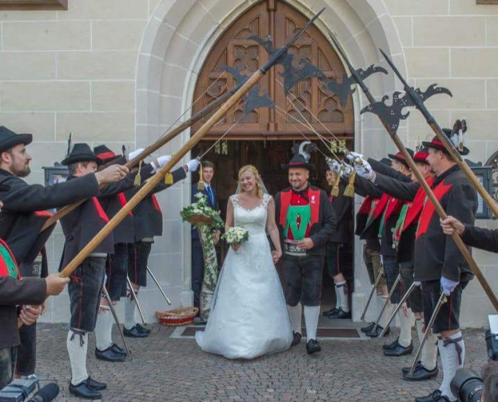 2018_Dorf Tirol Schenna_Schützenhochzeit Nadia und Florian (2)