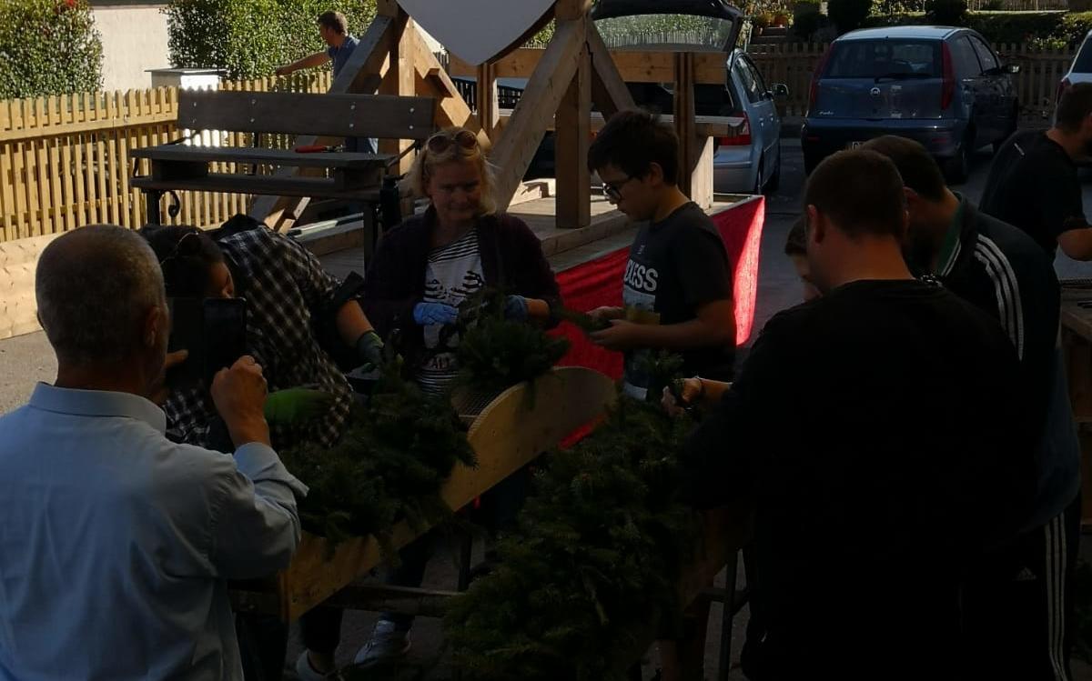 2018_Algund Bezirk_Aufbau Schmücken Traubenfest Festwagen (10)