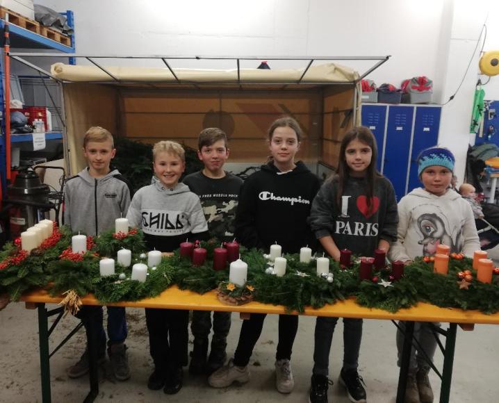 2019_Burgstall_Jungschützen Adventskranz basteln